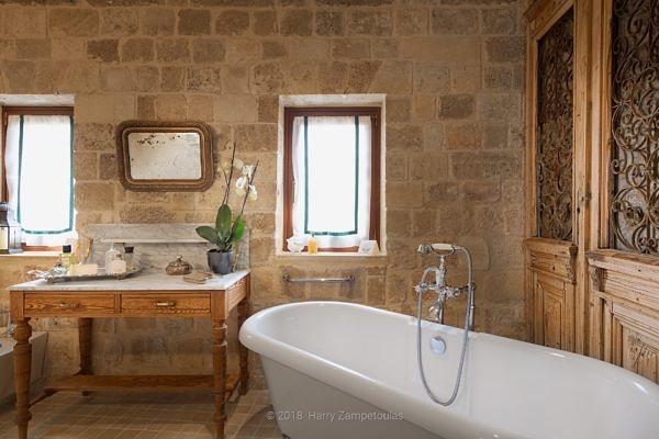 Bathroom-1-600x400 Demo-1